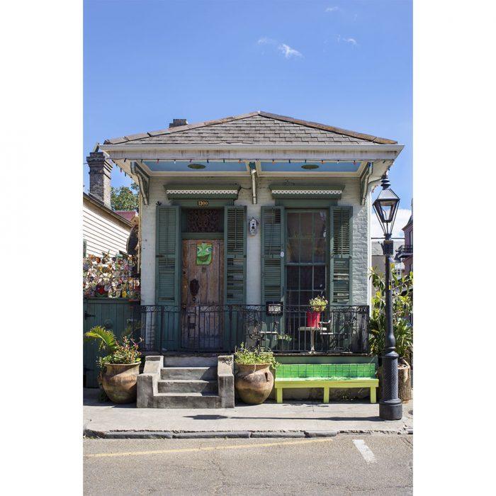 foto a colores de fachada de casa en el centro de nueva orleans tradicional